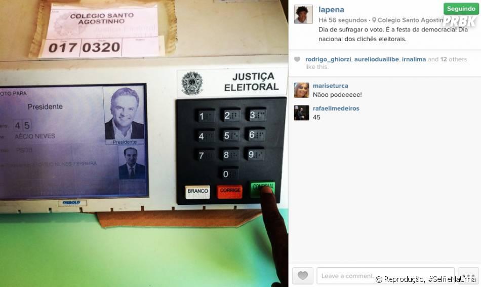 O ex-casseta  Helio de la Peña postou foto votando e foi advertido por seguidora