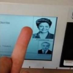 Eleições 2014: Conheça o tumblr Selfie na Urna que mostra ato proibido!