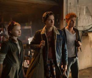 """Em """"Riverdale"""": Jughead (Cole Sprouse) e Archie (KJ Apa) seguem caminhos diferentes em novo episódio"""