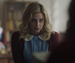 """Em """"Riverdale"""": Betty (Lili Reinhart) finalmente foge do sanatório no último episódio da mid-season finale"""