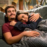 Juliana Paiva revelou que o primeiro beijo em Nicolas Prattes rolou antes da novela!