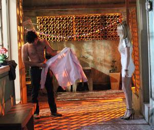 """Em """"Geração Brasil"""", Megan (Isabelle Drummond) ficou balançada ao ver Arthur (Dudu Azevedo) sem camisa"""