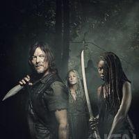"""Daryl e Michonne estão sentindo o cheirinho de treta em novo pôster de """"The Walking Dead"""""""