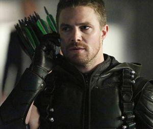 """Em """"Arrow"""", Oliver (Sptehen Amell) contou com retornos"""
