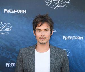 """Tyler Blackburn ficou pensativo depois que seu personagem foi mencionado no spin-off de """"Pretty Little Liars"""""""