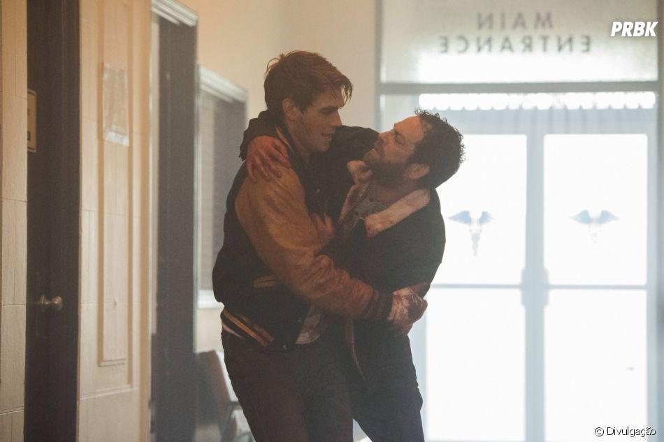 """No último episódio de Luke Perry em """"Riverdale"""", Fred diz palavras sábias para Archie (KJ Apa)"""
