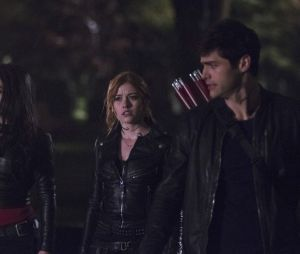 """Guerra contra o mal e casamento marcam últimos episódios de """"Shadowhunters"""""""
