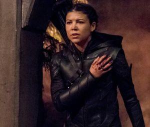 """7ª temporada de """"Arrow"""" finaliza mostrando batalha entre Oliver (Stephen Amell) e Emiko(Sea Shimooka)"""