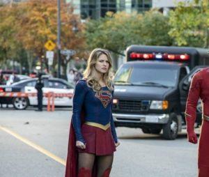 """Kara Denvens (Melissa Benoist), Oliver Queen (Stephen Amell), Barry Allen (Grant Gustin) estão confirmados no crossover de """"Crise nas Infinitas Terras"""""""
