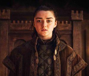 """Fãs de """"Game of Thrones"""", incluindo Stephen King, estão pedindo uma derivada concluindo a história de Arya (Maisie Williams)"""