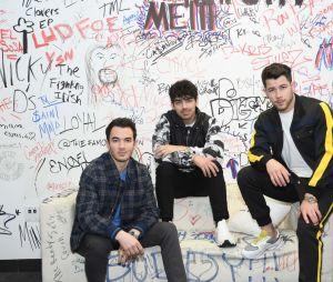 """Jonas Brothers: """"Blood"""" será escrito pelos próprios irmãos e co-escrito pelo famoso jornalista Neil Strauss"""