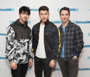 "Jonas Brothers:""Blood"" promete relatos intimistas sobre a vida dos irmãos"