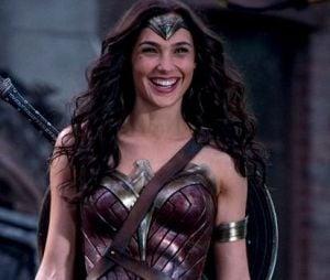 """Filme """"Mulher-Maravilha 1984"""": confira o novo pôster incrível com a heroína de armadura nova"""