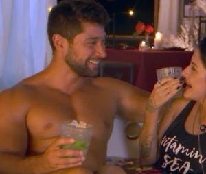 """""""De Férias com o Ex Brasil"""": Carlos e Lary tiveram um date e também se pegaram"""