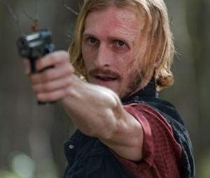 "Veja como Twight (Austin Amelio) ajudouJohn (Garret Dillahunt) em ""Fear The Walking Dead"""