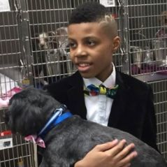 Inspiração! Esse menino faz gravatinhas para incentivar adoção de cães e gatos