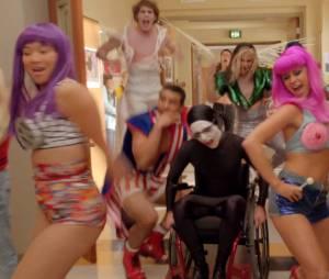 """""""Wide Awake"""" foi cantada de uma forma bem lenta em """"Glee"""""""