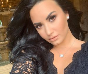 Demi Lovato mostra que tem orgulho do seu corpo e posta foto sem retoques com direto a textão empoderador