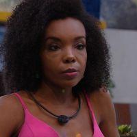 """Fome não é entretenimento: Thelma acorda chorando de fome no """"BBB20"""" e público fica revoltado"""