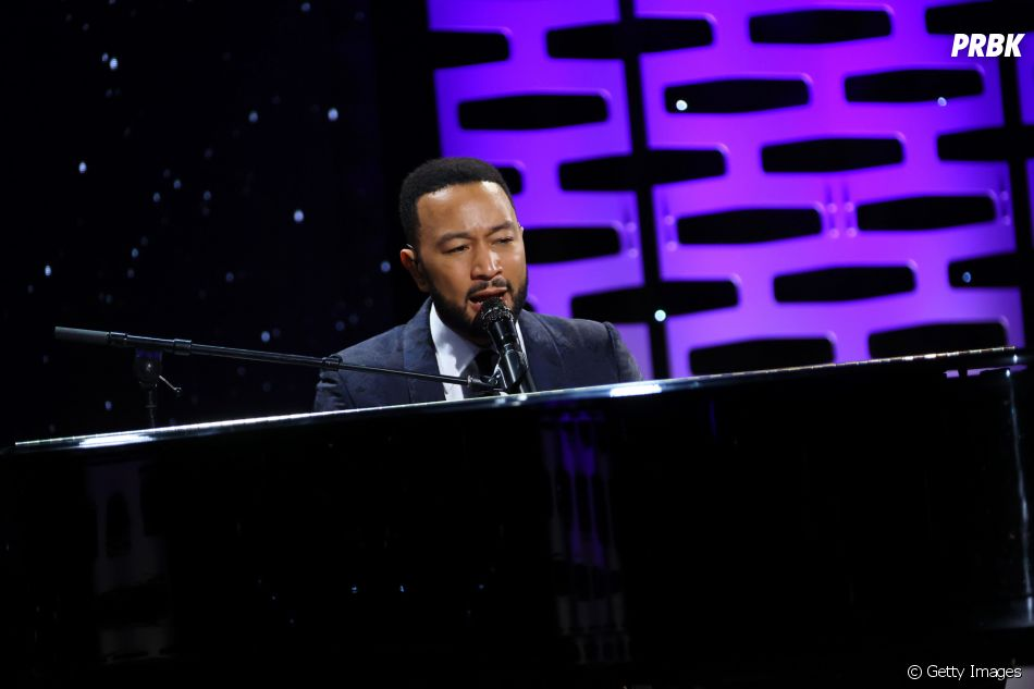 John Legend adere iniciativa de Chris Martin e faz mini show ao vivo em seu perfil no Instagram