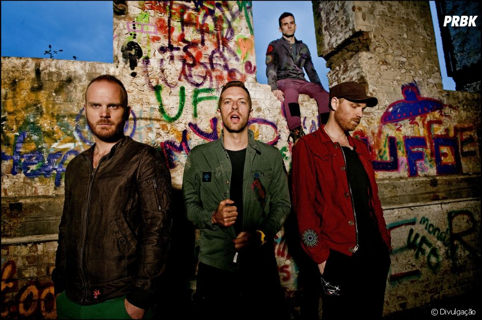 Chris Martin, vocalista do Coldplay, faz mini show ao vivo no Instagram oficial da banda