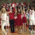 """Elenco de """"High School Musical"""" se reúne para performance online com Zac Efron, mas ator não canta"""