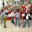 """Assista a reunião do elenco de """"High School Musical"""" no especial """"The Disney Family Sing Along"""""""