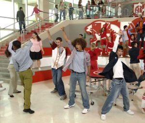 "Assista a reunião do elenco de ""High School Musical"" no especial ""The Disney Family Sing Along"""