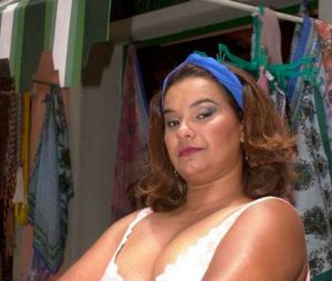 """Quem não lembra da Dona Jura (Solange Couto) em """"O Clone"""" e seu """"Não é brinquedo, não!""""?"""