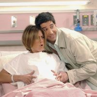 """Você sabia que """"Lucifer"""" e """"Friends"""" têm uma pessoa em comum no elenco?"""