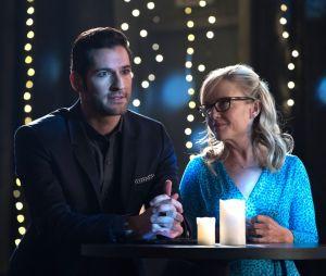"""Em """"Lucifer"""",a Dra. Linda (Rachael Harris) é quem aconselha Lucifer (Tom Ellis)"""