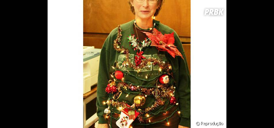 Essa senhora jura que é uma árvore pronta para o Natal!