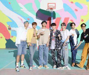 """BTS lançou recentemente a música """"Dynamite"""" e estreou em 1º lugar no Hot 100 da Billboard"""