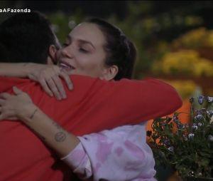 """""""A Fazenda 12"""":Lipe e Stéfani estão se entendendo desde o começo do reality show"""