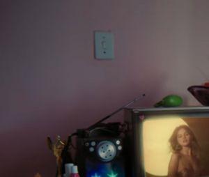 Detalhe em vídeo de Selena Gomez, o Leite de Rosas chamou atenção dos fãs brasileiros
