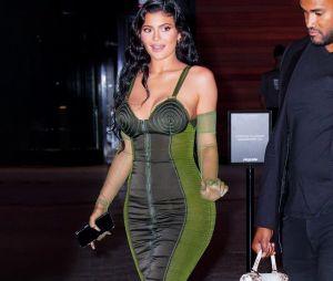 Kylie Jenner chamou atenção por beleza em evento com Travis Scott