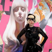 """Lady Gaga lança """"ARTPOP"""" com mega evento em Nova York e lidera ranking de vendas em 80 países"""
