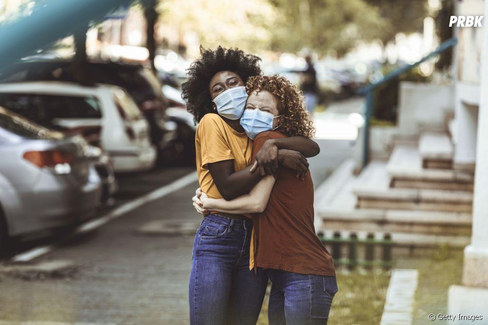 A pandemia reduziu o número de abraços consideravelmente