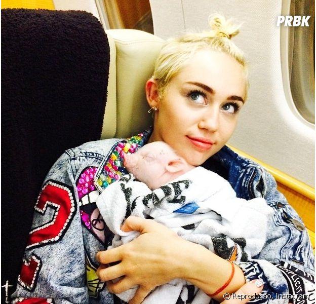 Miley Cyrus posta foto de topless e é banida pelo Instagram