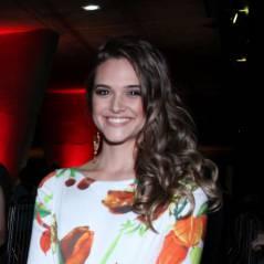 """Juliana Paiva revela que fãs querem ver namoro entre ela e Rodrigo Simas em novela: """"As pessoas ainda torcem"""""""