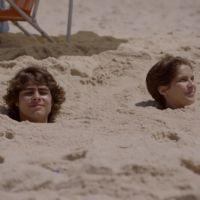 "Novela ""Malhação"": Pedro (Rafael Vitti) e Karina (Isabella Santoni) ficam enterrados na areia!"