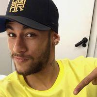 Neymar Jr. solta a voz cantando música gospel em vídeo postado no Instagram