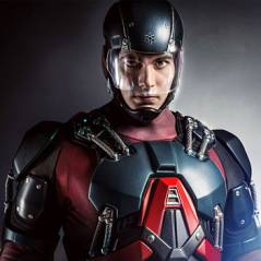 """Em """"Arrow"""": Na 3ª temporada, veja a 1ª imagem do look completo de Atom (Brandon Routh)!"""