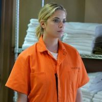 "Em ""Pretty Little Liars"": Na 5ª temporada, Hanna (Ashley Benson) vai parar na cadeia com Alison!"