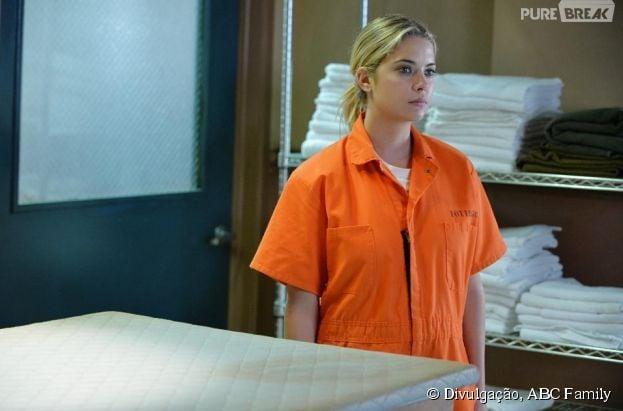 "Em ""Pretty Little Liars"", Hanna (Ashley Benson) vai ser presa! OMG!"