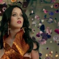 """Katy Perry vira diva em clipe de """"Unconditionally""""!"""