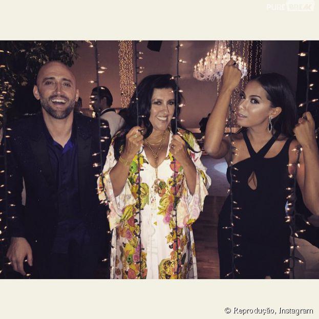<p>Anitta aparece com Paulo Gustavo e Regina Casé no casamento de Thiaguinho e Fernanda Souza</p>