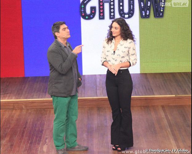 """Em uma conversa descontraída com o apresentador Zeca Camargo, no programa """"Vídeo Show"""", Débora Nacimento falou que lava cueca de José Loreto: """"Tem que lavar, né gente?!"""""""