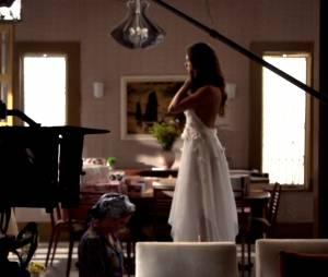"""Em """"Boogie Oogie"""", Beatriz (Heloísa Perissé) prepara Sandra (Isis Valverde) para o casamento"""