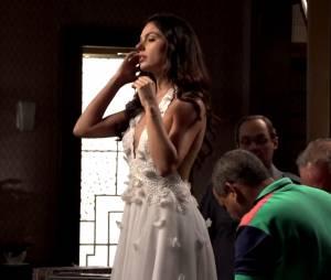 """O vestido de Sandra (Isis Valverde) é cheio de fuxicos em """"Boogie Oogie"""""""